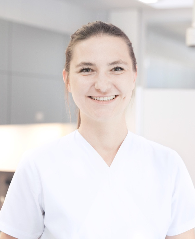 ZÄ Anna Grzebyta – Dentist / Further Education Assistant